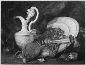Stilleven met siervaatwerk en een trompet