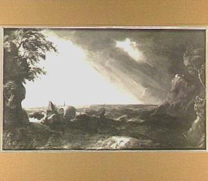 Schepen voor een rotsachtige kust; op de achtergrond breekt de zon door de wolken