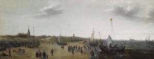 Strandgezicht bij Scheveningen met vissersboten, vissers en wandelaars