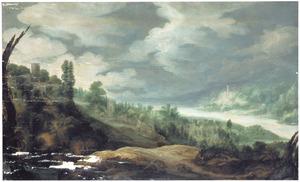 Uitgestrekt berglandschap met rivier