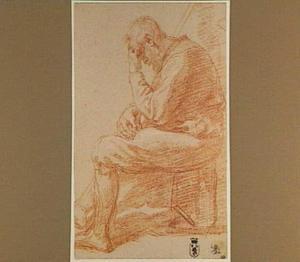 Zittende oude man, op zijn hand leunend, naar links gewend
