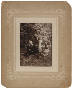 Portret van de vier zonen van Christian Ludwig Rümke (1863-1925) en Cornelia Gerardina Kips (1865-1939)
