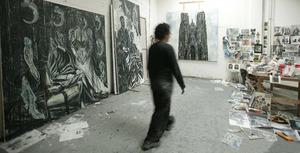 Natasja Kensmil in haar atelier