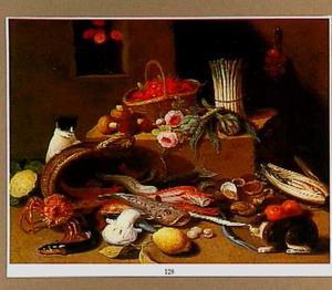 Stilleven met vissen, vruchten, bloemen en groenten en twee spelende katten
