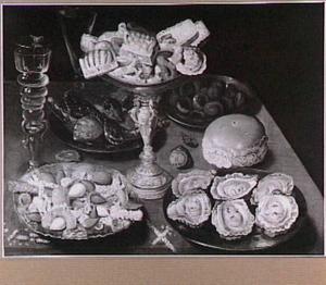 Stilleven van oesters en koekjes