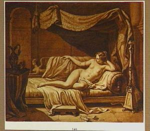 Interieur met naakte vrouw op een sofa