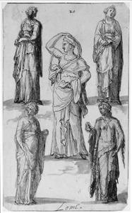 Vijf antieke standbeelden van vrouwen