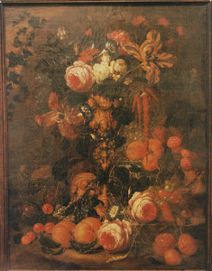 Stilleven van bloemen en vruchten in een rond een pronkbeker in een landschap