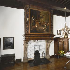 Burgemeesterskamer met 17de-eeuwse schoorsteenboezem