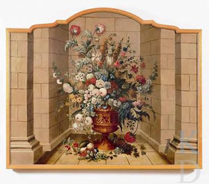 Vaas met bloemen in met natuursteen gemetselde nis