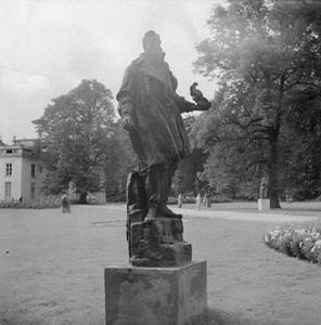 Een beeld van Jean-Baptiste Carpeaux door Antoine Bourdelle, geëxposeerd op Sonsbeek 1947