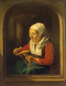 Een haspelende oude vrouw in een stenen boognis