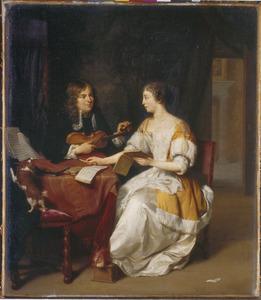 Een interieur met een musicerend paar
