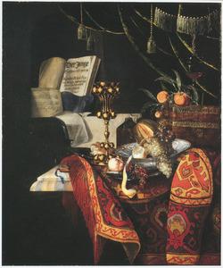Stilleven met fruit in een Wan Li-schaal op een tafel met een oosters kleed