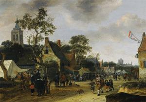 Gezicht op een dorpsplein met een draailierspeler
