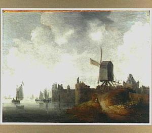 Rivierlandschap met gezicht op een stadsmuur met torens en een windmolen