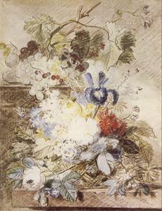Bloemstilleven in een rieten mand op een tafel, voor een piëdestal met daarop een druiventros, pruimen en wijnranken