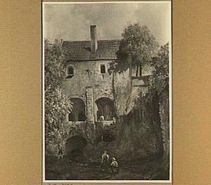 De binnenplaats van bastion Sterrenburg te Utrecht met de loods boven de geschutskelders