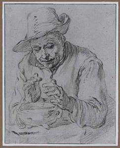 Zittende boer die zijn handen warmt boven een komfoor