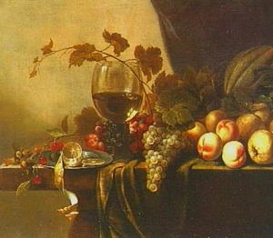 Stilleven met vruchten en een gevulde roemer op een stenen tafel