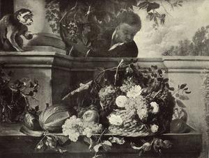 Stilleven van vruchten en bloemen op een stenen plint voor een balustrade, daarachter een donkere page, links een aapje