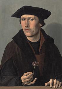 Portret van een man in een bruine jas met een anjer in zijn hand
