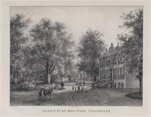 Laan met rechts de hofstede Velserbeek