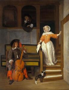 Man die een cello stemt terwijl een vrouw een trap afdaalt