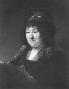 Borststuk van een vrouw met boek