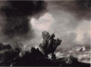 Schepen in stormachtig weer bij een rotsachtige kust