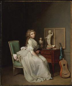 Dame in een witte jurk zittend aan haar bureau