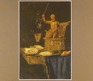 Stilleven met zoutvat, bord met oesters, stukje brood en glazen bokaal op een marmeren tafel met blauw kleed