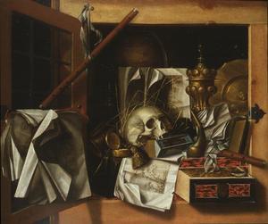 Vanitas trompe-l'oeil stilleven van een open kast met een schedel, pronkbeker en andere voorwerpen