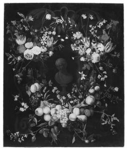 Krans van bloemen en vruchten rond een portretbuste van een vrouw