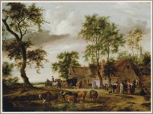 Dorpsgezicht met rijtuigen en rustende reizigers voor een herberg, op de voorgrond koeien op een ondergelopen weg