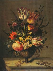 Stilleven met bloemvaas en dode kikvors