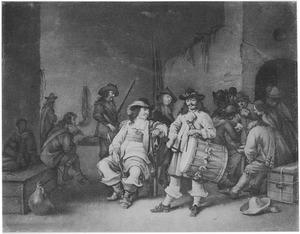 Musicerende en kaartspelende soldaten in een wachtlokaal