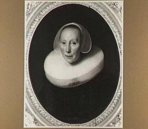 Portret van een vrouw met grote plooikraag en boogjesmuts