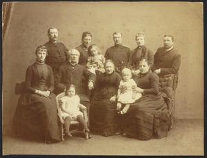 Portret van Daniel Adolf Camerling Helmolt (1816-1897) en Mintje Albarda (1819-1897) met kinderen en kleinkinderen
