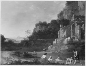 Arcadisch landschap met badende nimfen bij een ruïne