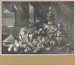 Stilleven van siervaatwerk, vruchten, kreeft en schelp voor een zuil; links een doorkijk naar landschap
