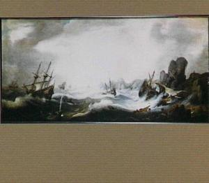 Schipbreuk voor een rotsachtige kust met links op de voorgrond een spuwende walvis
