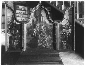 Drieluik met de stichters en de H. Petrus (links), de geboorte (midden), de stichtsters en de H. Barbara (rechts)