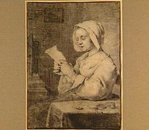 Zingende vrouw, zittend aan tafel