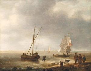Figuren op het strand, met schepen op zee
