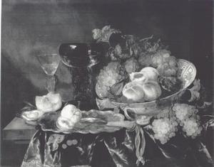 Stilleven met vruchten in een Wanli schaal