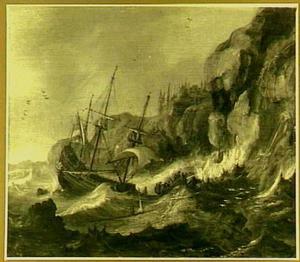 Schipbreuk in een storm bij een rotsachtige kust