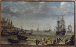 Kustlandschap met voor anker liggende schepen, op de voorgrond vissers die hun vangst aan land brengen