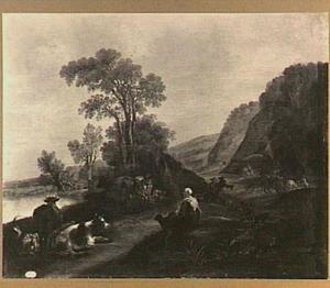 Berglandschap met rustende herderin en haar kudde; op de achtergrond een jachtgezelschap