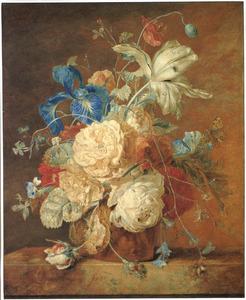 Bloemstilleven in vaas met putti op marmeren blad